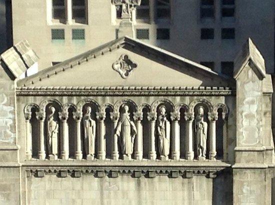 Kitano New York: ホテル前の教会