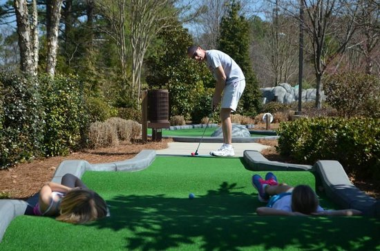 Frankie's Fun Park: Putt-Putt with new obstacles