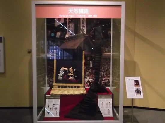 Osaka Science Museum: 天然繊維の展示の一例