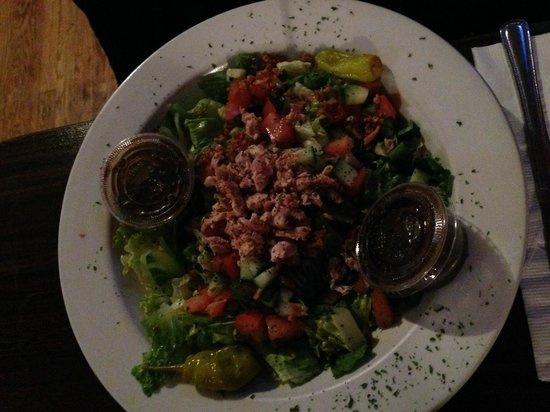 Big Ed's Bar & Grill: Salad