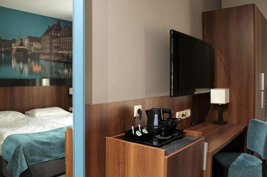 Aparthotel Neptun: Biurko w pokoju dwuosobowym