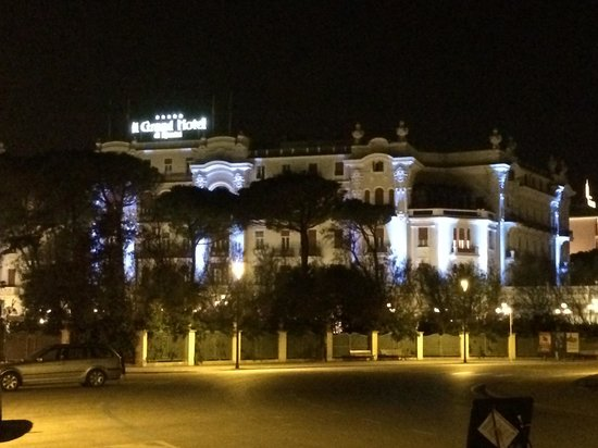 Grand Hotel Rimini: Pretty at night