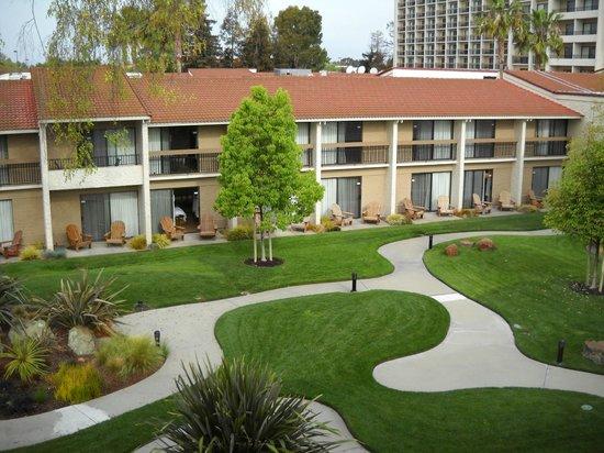 Santa Clara Marriott: Courtyard is quiet and clean