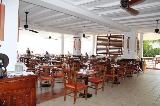 Royal Decameron Montego Beach : Столовая