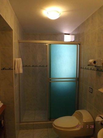 Midori Hotel: Bathroom