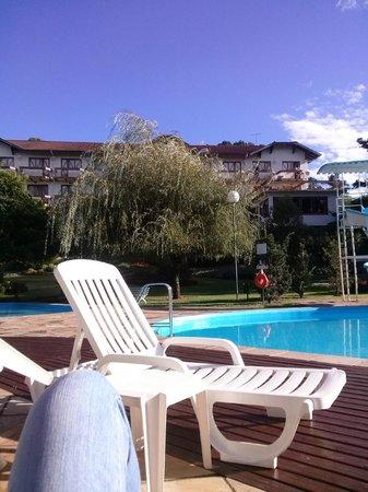 Hotel Alpestre: hotel visto da piscina