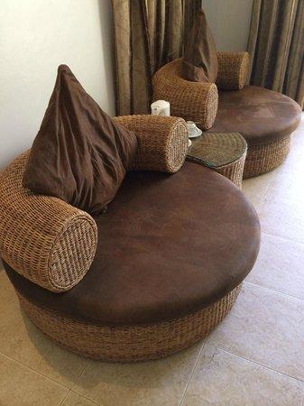 Ambassador in Paradise Resort: sofa