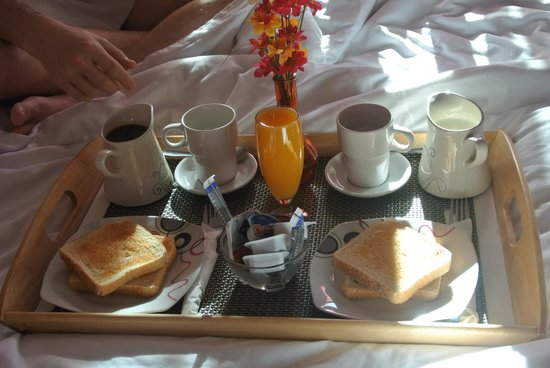 breakfast in bed at flat5madrid