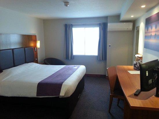 Premier Inn Chelmsford (Boreham) Hotel: My room.