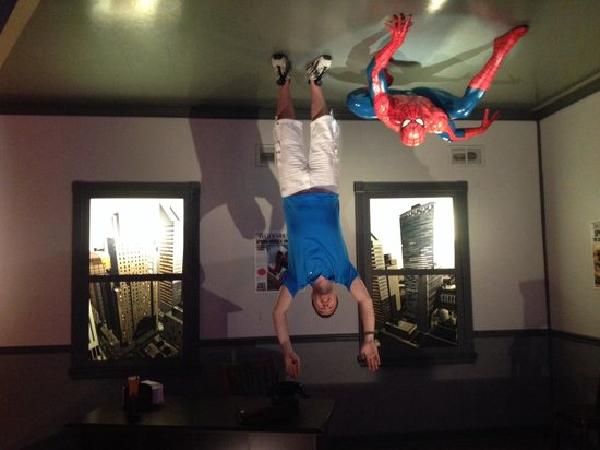 Madame Tussauds Hollywood : Hanging out with Spider-Man