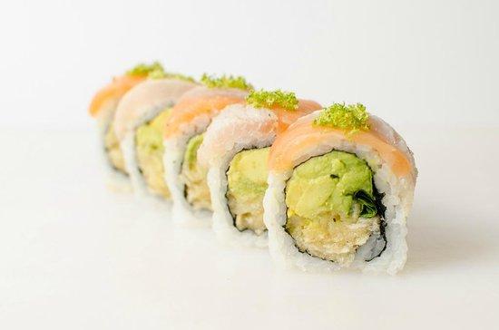 Sushi Taxi : californien coiffé de mahi-mahi et saumon coco thaï