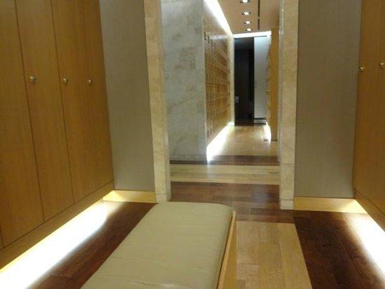 The Westin Chosun Busan : サウナのロッカー室(タオルはここにはありません^_^;)