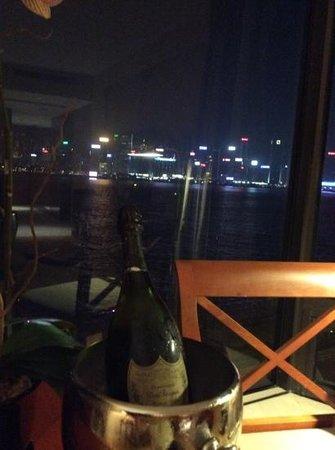 Kowloon Shangri-La Hong Kong: Harbour view suite