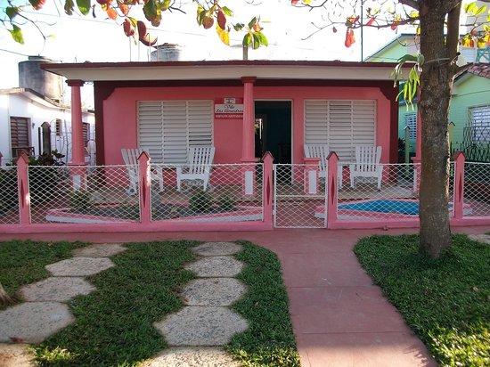 Villa Las Almendras: Frente de La  Casa