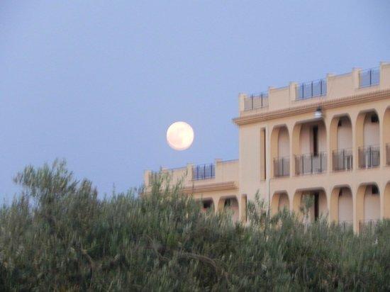 Grand Hotel Selinunte : hotel vu sur le 3/4 face