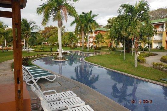 Royal Decameron Golf, Beach Resort & Villas : grounds at beach level