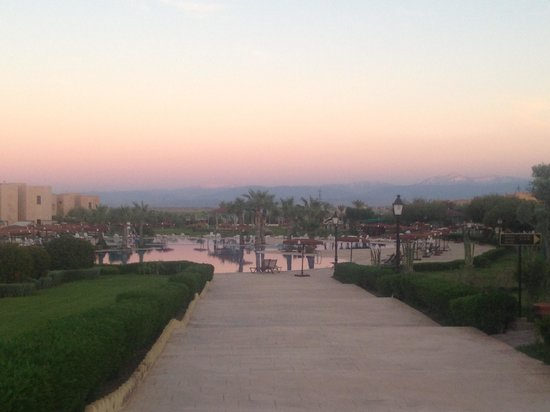 Marrakech Ryads Parc & Spa : View of the pool and mountains