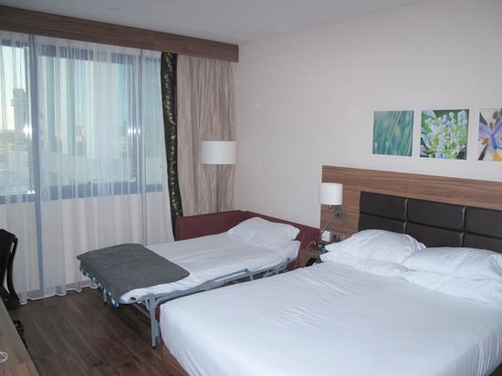 Hilton Garden Inn Sevilla: Queen room with sofa bed