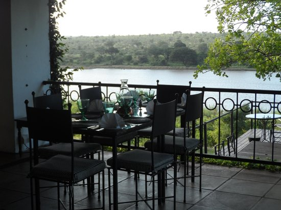 Buhala Lodge: Breakfast on the patio