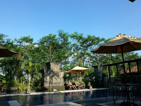 Taman Harum Cottages: View from pool side lounge
