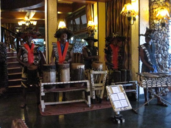 Ngorongoro Serena Safari Lodge: Pre dinner music