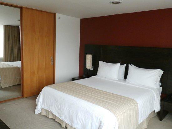 Holiday Inn Express Medellin: Dormitorio.