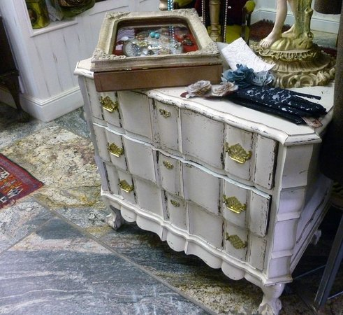 Mona Lisa Garment Gallery: Vintage French style chest of drawers