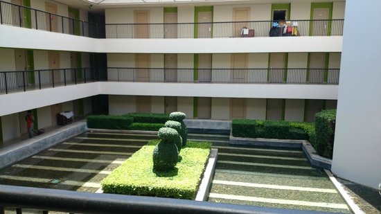 Millennium Resort Patong Phuket: Small garden within the hotel