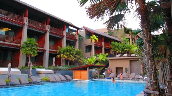 Avista Hideaway Phuket Patong, MGallery by Sofitel: Swim up pool bar