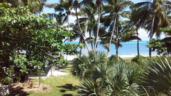 Ocean Jewels Resort: Sicht vom Balkon über Garten zum Meer
