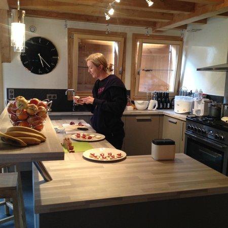 More Mountain - Chalet Jirishanca: kitchen