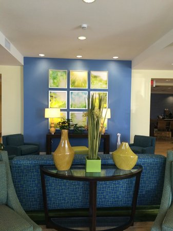 Days Inn & Suites Altoona: lobby