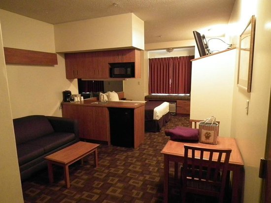 Microtel Inn & Suites by Wyndham Charlotte/Northlake: Our Room