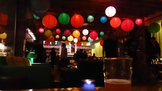 Pod 39 Hotel: The bar area