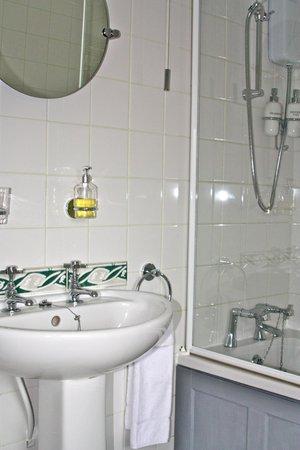 Brambles B&B: Guest room 2 - ensuite bathroom