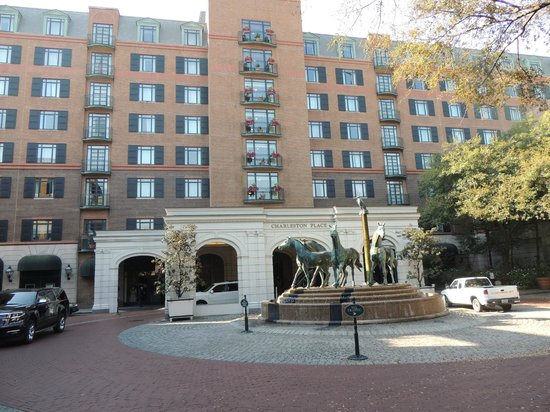 Belmond Charleston Place: Entrance Fountain