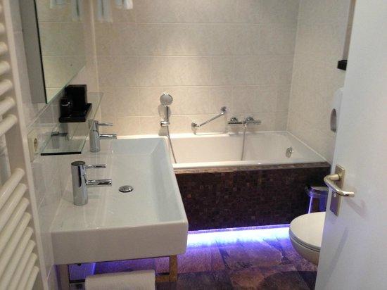 Hotel Greenside : De luxe en moderne badkamer