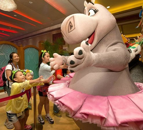 DreamWorks Experience at Cotai Strip Resorts: Stars of the hit Madagascar movies live at Sands Cotai Central