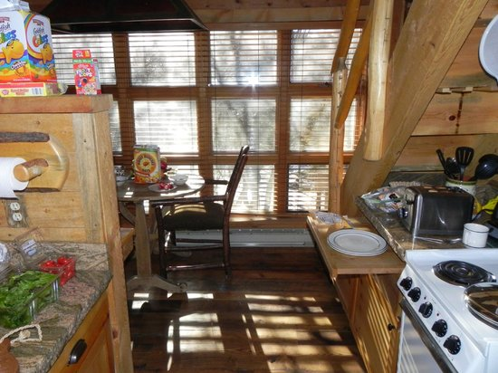 Sundance Resort: Kitchen and sun
