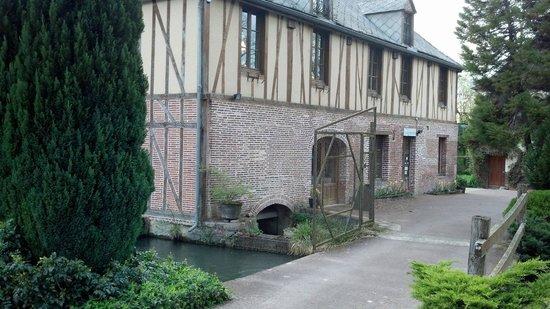 Estissac, Francja: Bâtiment du restaurant (à l'étage)
