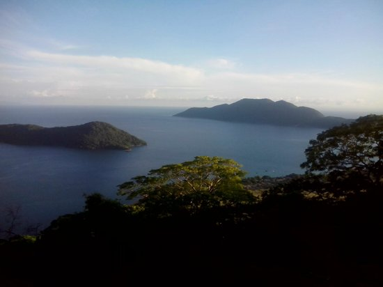 Thumbi View Lodge: View over Cape Maclear.