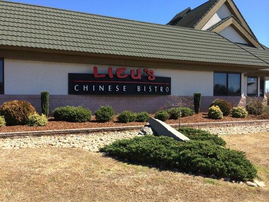 Lieu's Chinese Bistro : Lieu's sign