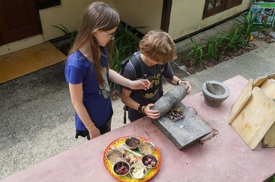 Tropical Spice Garden: Kids crushing spices