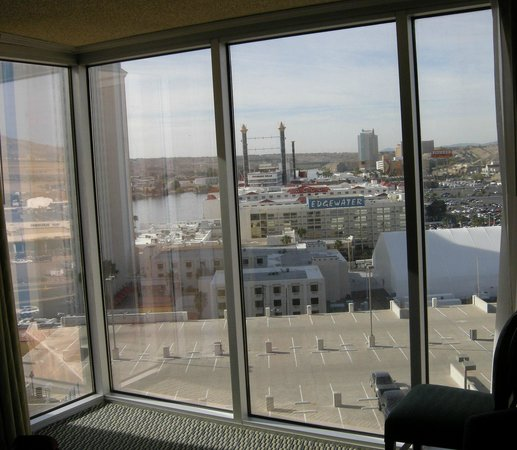 Aquarius Casino Resort, BW Premier Collection: Overlooking Colorado river from room - major windows !