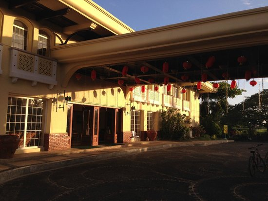 Vista Mar Beach Resort & Country Club: Вход в отель (ресепшен)