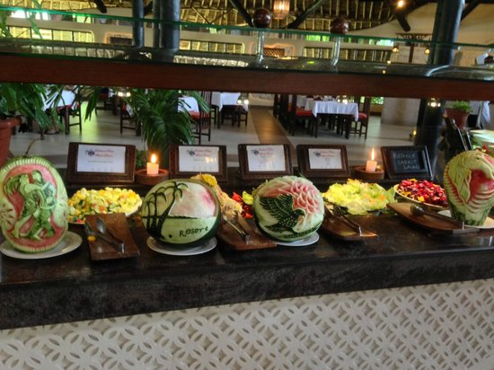 Southern Palms Beach Resort: carved watermelons by Geoffery