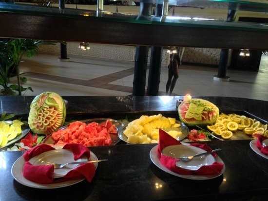 Southern Palms Beach Resort: Selection of tropical fruits