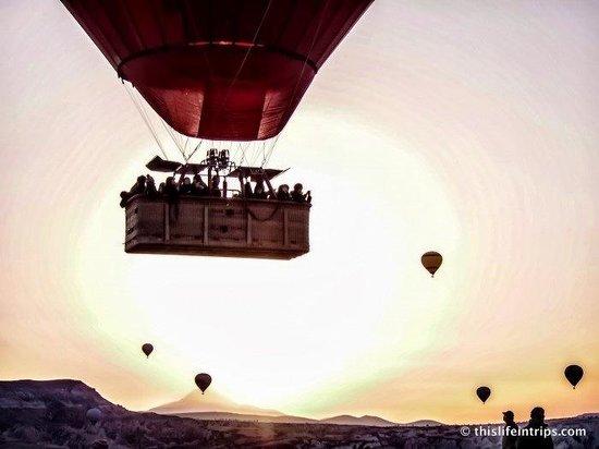 Cappadocia Voyager Balloons: Voyager Balloons at Sunrise - www.thislifeintrips.com