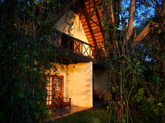 Victoria Falls Waterfront: the chalet along the riverside