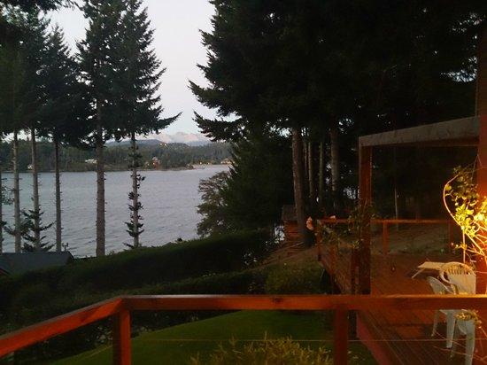 Apart Hotel Cabanas Lago Moreno: Vista desde el deck.
